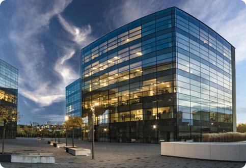 immeuble en verre tertiaire